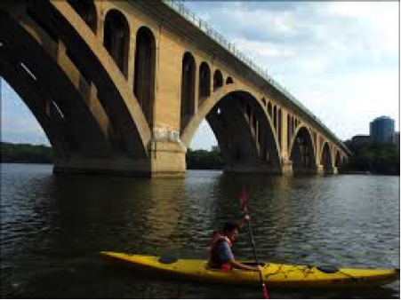 pc: http://theadventurousphotographer.com/2010/08/14/kayaking-on-the-potomac-river/
