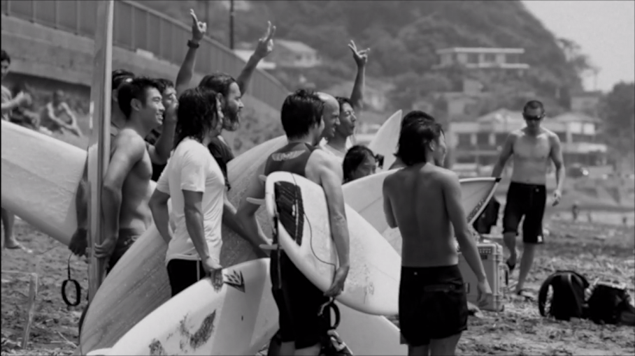 BW_SURFERS