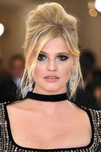 """NEW YORK, NY - MAY 02: Model Lara Stone attends the """"Manus x Machina: Fashion In An Age Of Technology"""" Costume Institute Gala at Metropolitan Museum of Art on May 2, 2016 in New York City. (Photo by Larry Busacca/Getty Images)"""