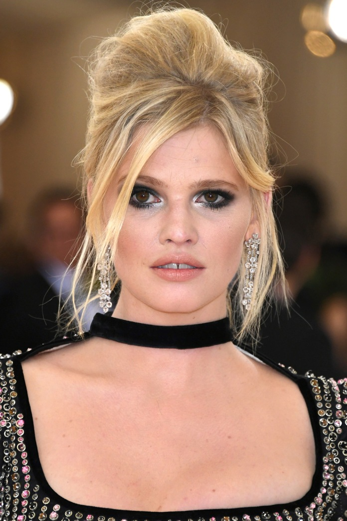 "NEW YORK, NY - MAY 02: Model Lara Stone attends the ""Manus x Machina: Fashion In An Age Of Technology"" Costume Institute Gala at Metropolitan Museum of Art on May 2, 2016 in New York City. (Photo by Larry Busacca/Getty Images)"